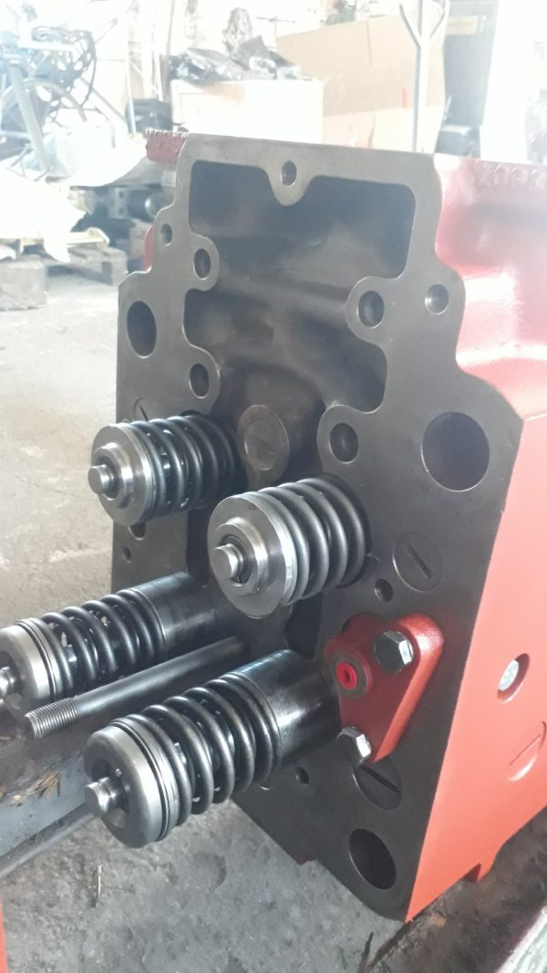 Engine DEUTZ SBV628, part.No. 0409 2477, used, overhauled, new inlet exhaust valve guides, valves and valve seats.